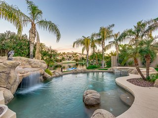 On The Water In Ocotillo! 4 Bedroom with Pool, Spa & A Paddle Boat. 30 Night Min