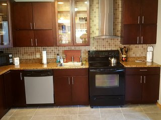 LAKEFRONT!!!! WITH 4 BR 3 BTH  SAUNA & MINUTES FROM CAMELBACK