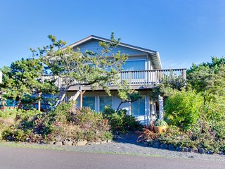 Spacious house with entertainment options & very close beach access!