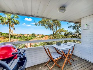 Spacious 1 bed with glimpses of Coogee Beach
