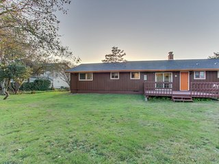 Cozy getaway close to beach w/partial ocean & sunset views and a huge yard!