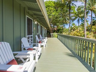 Steps to Anini Beach - 3 bed plus cottage newly renovated Kauai Beach House.