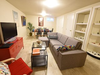 Large and stylish 3BR/1.5BA flat - comfortable and pet friendly