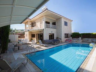 Villa Alicia, Large 4 Bedroom villa with Sea Views