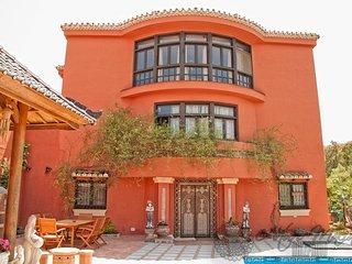 Villa Alegria - Luxurious 5BR 5BA Villa in Oriental Style