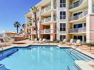 Blue Lupine 3BR Beachfront Complex w/ Resort Views & Amenities