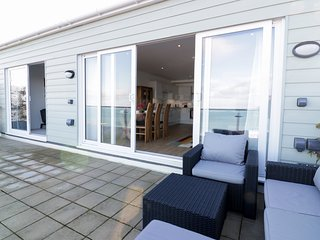 THE VIEW, open-plan living, in Newquay, Ref 973320