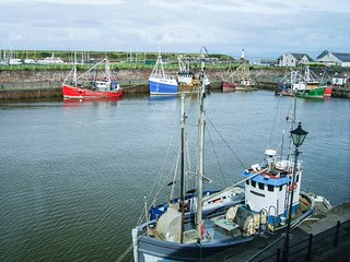 30 RITSON WHARF, views of Maryport Harbour, pet-friendly, all first floor, Ref 9