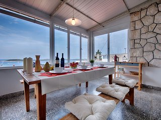 Sea view apartment for rent in Hvar center
