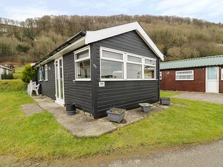 CHALET 95, detached, on-site facilities, beach nearby, two bedrooms, nr Aberystw