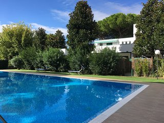 Villetta in verticale con piscina a sfioro - PAREO