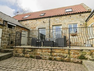 COOPERS BARN, barn conversion, WiFi, en-suites, pet-friendly, near Egton, Ref