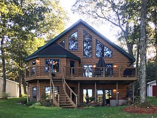 NEW! Lakefront 4BR Branch Township House w/Hot Tub