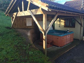 ORCHARD COTTAGE, barn conversion, with open plan living area, hot tub and countr