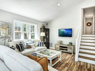 Luxury Cottage Home Near Harbor. Includes Kayaks, Air Conditioning, Private Hot