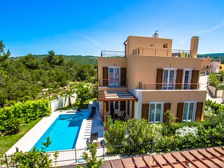 Villa with sea view and heated pool on island Brač, Adriatic Luxury Villas