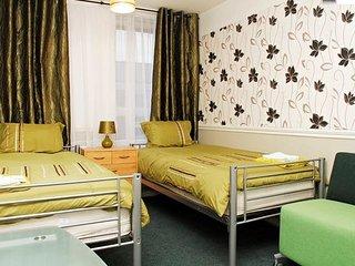 Twin Room in London - Stratford, Wifi, Own keys.