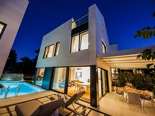 Luxury Villa Beta Prestige with Pool