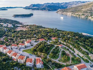 3 bedroom Apartment in Lazaret, Dubrovacko-Neretvanska Zupanija, Croatia : ref 5