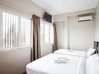 MOMENT HOTEL (DELUXE TRIPLE ROOM 1)