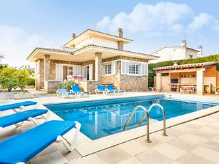 Villa with pool 5 minutes from the beach