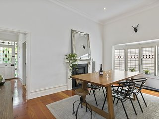 Bright, Spacious family home in central Balaclava
