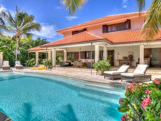 Oceanview luxury masterpiece with lushing golfviews