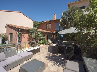 VILLA 5 ROOMS TERRACE GARAGE JACUZZI COLLIOURE