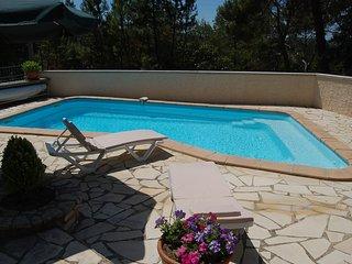 Villa de vacaciones en Bagnols-sur-Ceze, Gard con piscina privada