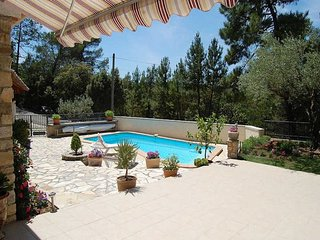 Family holiday house in Bagnols-s/Ceze, Gard, private pool, nice view