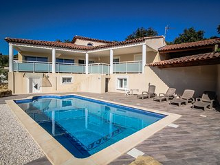 Luxury villa in Istres, Alpilles, private pool and pets allowed