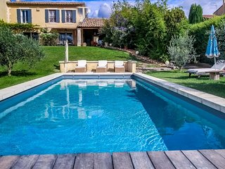 In Eyragues, air-conditioned holiday villa ideal for visiting Provence