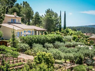 Villa in pine forest, in Villecroze, Var, neat park and private pool