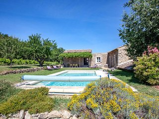 Luxury provencal property near Oppede, Luberon, heated pool, jacuzzi