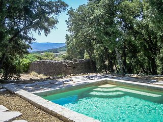 Holiday villa near Apt, Luberon, Vaucluse, Provence, with private pool