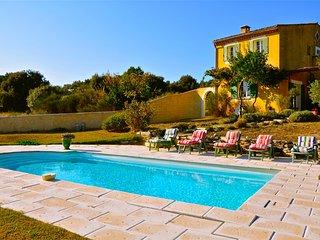 Casa de vacaciones en el Luberon en el campo, piscina privada