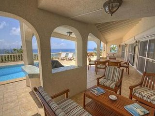 Riviera - Ideal for Couples and Families, Beautiful Pool and Beach