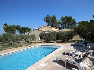 Eygalières, beautiful holiday villa, heated pool, pets allowed