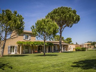 Saint-Rémy-de-Provence, Holiday House with large garden, pool and spa