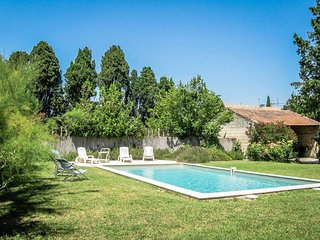 Holiday landhouse in St-Rémy-de-Provence, private pool, pets allowed