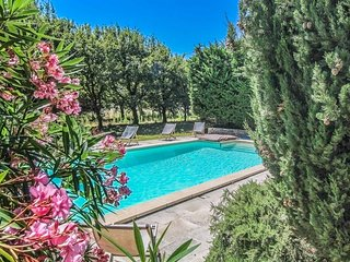 Authentic farmhouse in Montségur-sur-Lauzon, Drôme, swimming pool, pets allowed