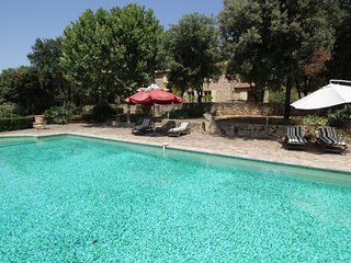 Luxury landhouse, near Uzès, private pool, tennis and pets allowed