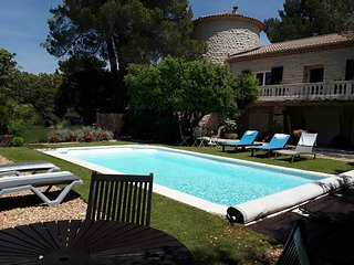 Good equipment for this holiday home with heated pool in the Luberon
