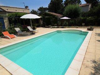Entre Alpilles y Luberon, villa con piscina privada y hermoso exterior