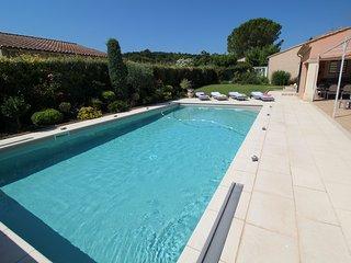 Cerca de Avignon, espaciosa villa en Jonquerettes, piscina climatizada
