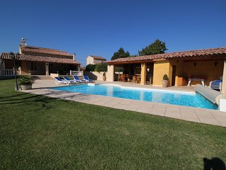 Bonita villa en Courthezon, Vaucluse, piscina climatizada y pool house