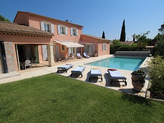 Near Avignon, modern and spacious villa in Jonquerettes, heated pool