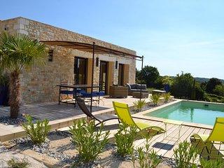 Bonita villa, aire acondicionado en Orgnac L'Aven, Ardèche, piscina