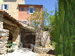 Perfect renovation for this authentic farmhouse in Rustrel, Luberon