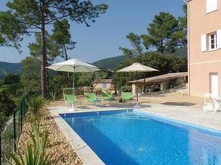 9 km de Vaison-la-Romaine, hermosa villa moderna, piscina climatizada